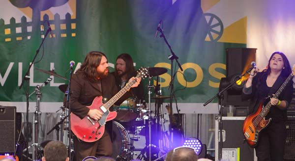 The Magic Numbers performing at Honeyfest